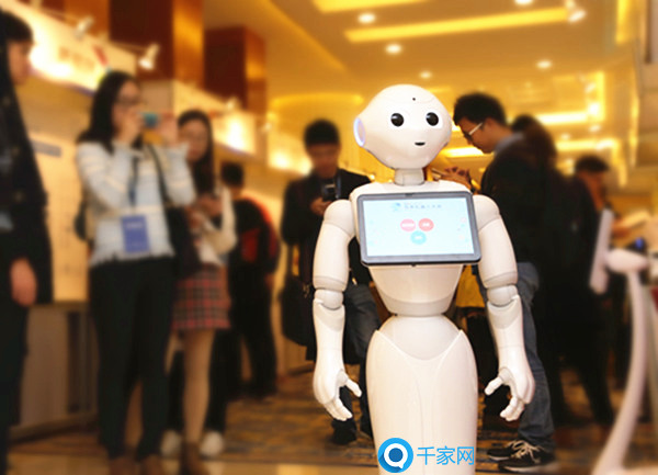 相比于以往的安防体系来说 安防机器人具有以下优点